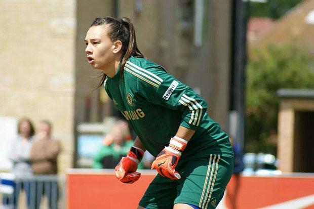 Christiane Endler comparte su realidad sobre el fútbol femenino chileno en un programa de TV