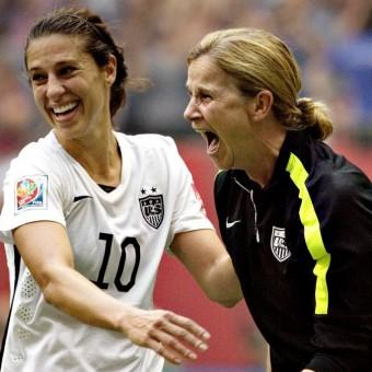 Jill Ellis y Carli Lloyd las triunfadoras de la gala del Balón de Oro 2015 de la FIFA