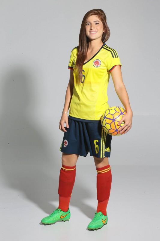 """""""Desde pequeña tengo un balón, mi papá me lo regaló""""  Alejandra Hernández Hurtado."""
