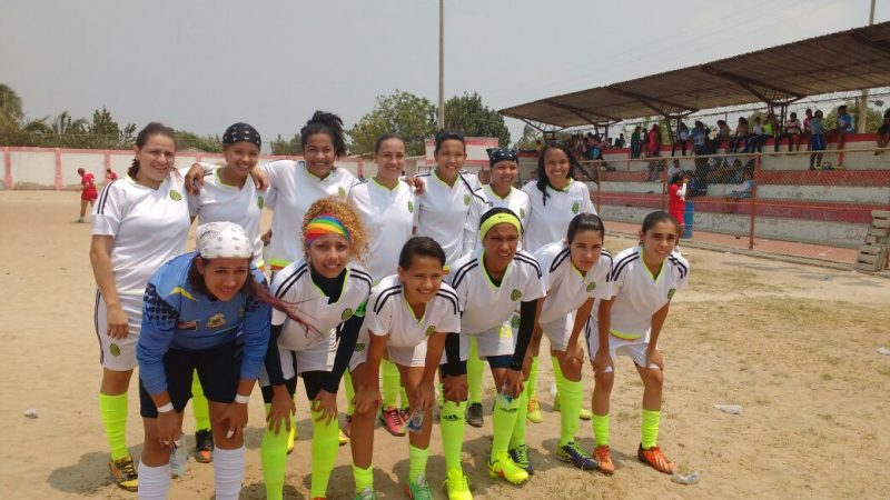 Soledad le apuesta al fútbol femenino.