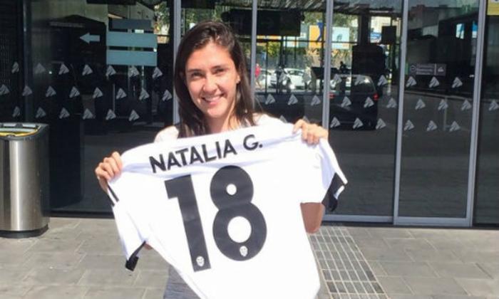 Natalia Gaitán renueva con el Valencia, y se sigue moviendo la bolsa de jugadoras en España.