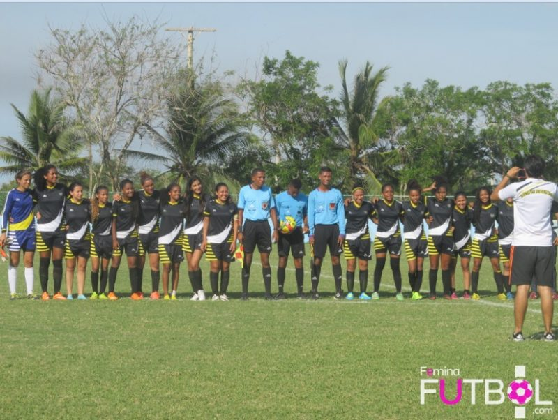 La foto del recuerdo de las campeonas regionales.