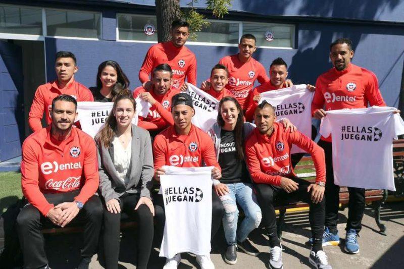 La selección de Chile masculina recibió a la Asociación Jugadoras de Fútbol Femenino.