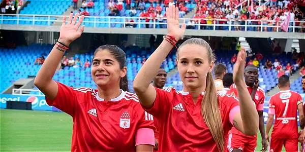 El mundo del fútbol rechaza amenazas contra Nicole Regnier