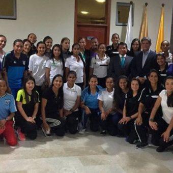 En Medellín se preparan las árbitras de la Liga Aguila Femenina