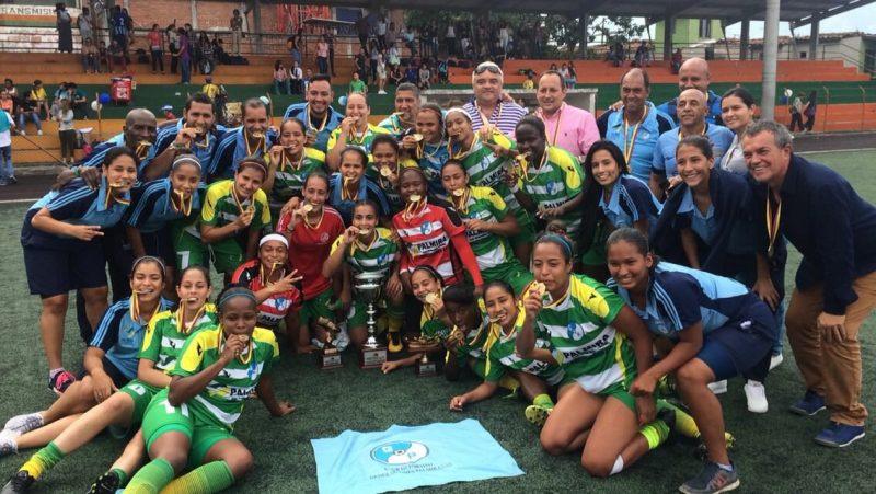 generaciones-palmiranas-campeon-torneo-interclubes-femenino-difutbol-2016