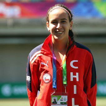 """""""Jugar, ver y hablar de fútbol me apasiona más que cualquier otra cosa"""", Iona Rothfeld"""