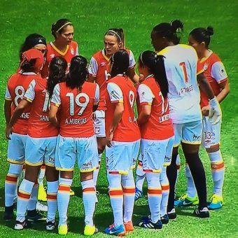 Las Leonas debutan con goleada en El Campín